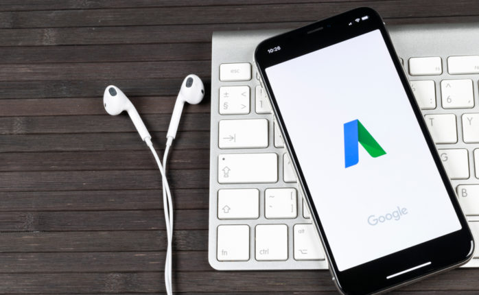 Google ads could soon see a major change with the addition of black labels in online searches. ¦ Shutterstock